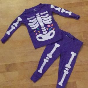 Cute Carter's skeleton purple pj's size 18M